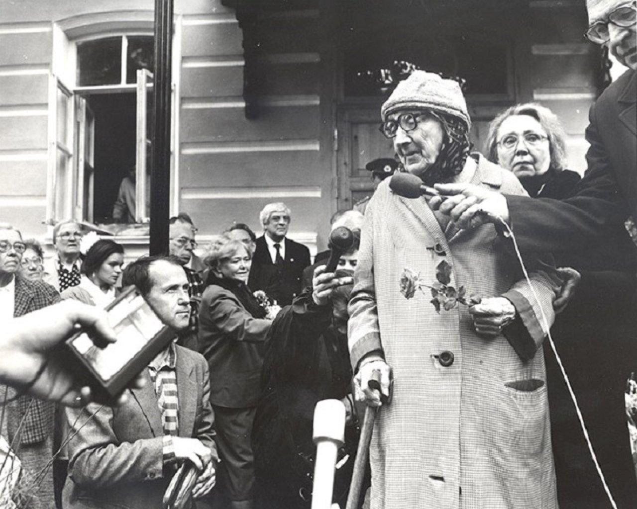 Анастасия Цветаева на открытии мемориальной доски в 1991 году в Москве / Фото: dommuseum.ru