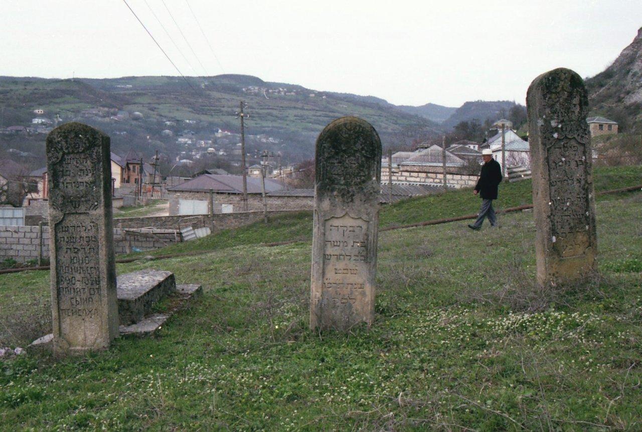 Авшалум до недавнего времени был последним горским евреем в селе Маджалис. Большую часть жизни он проработал в местном колхозе