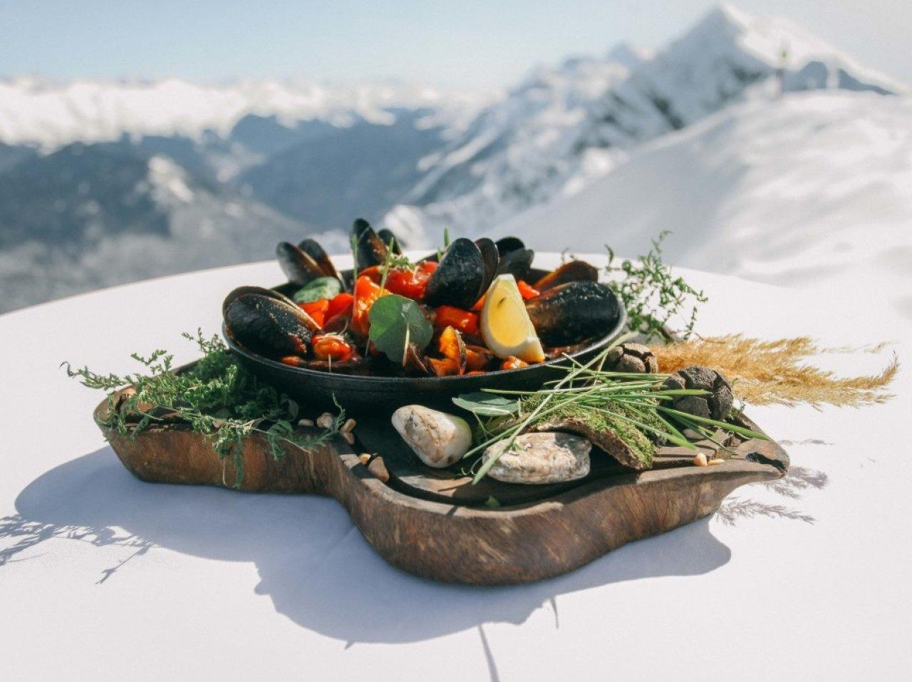 Черноморские мидии с овощами в ресторане «Высота 2320» в Сочи