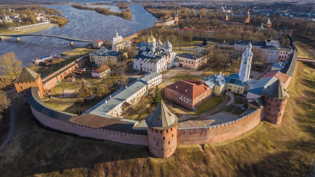 Панорама кремля в Великом Новгороде. Фото: Александр Медведков / Shutterstock