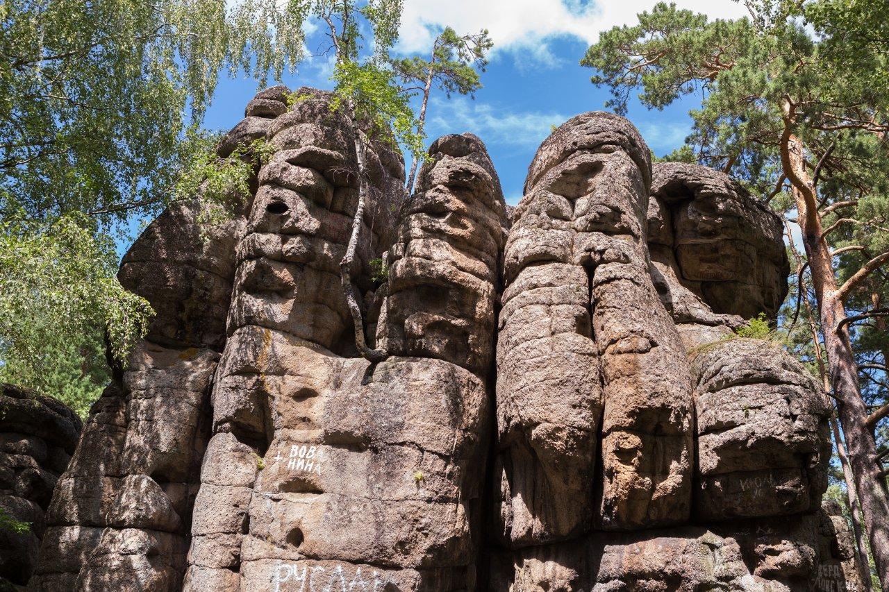 Скала Четыре брата в Белокурихе, Алтай. Фото: yykkaa / Shutterstock